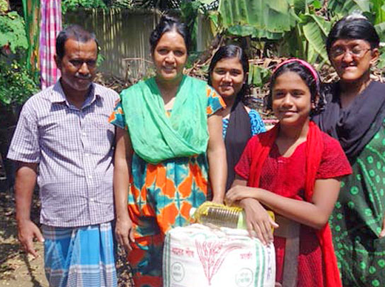 Barnabas provides food parcels for needy Christians in Bangladesh