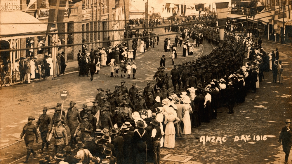 Men, women and children line the streets to watch the procession of the 41st Battalion through Brisbane on Anzac Day, 1916.