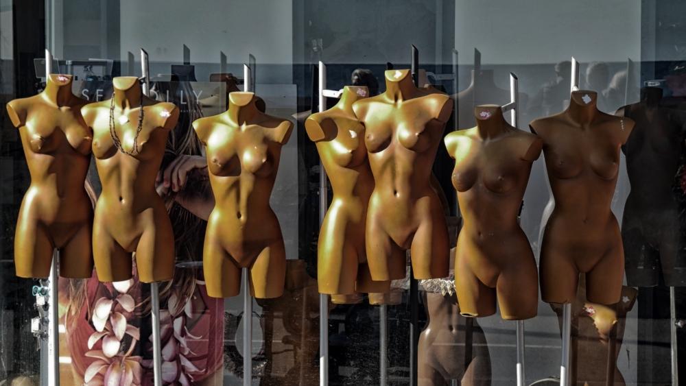 Mannequins torsos. Image by Pierre BEST/ Unsplash.